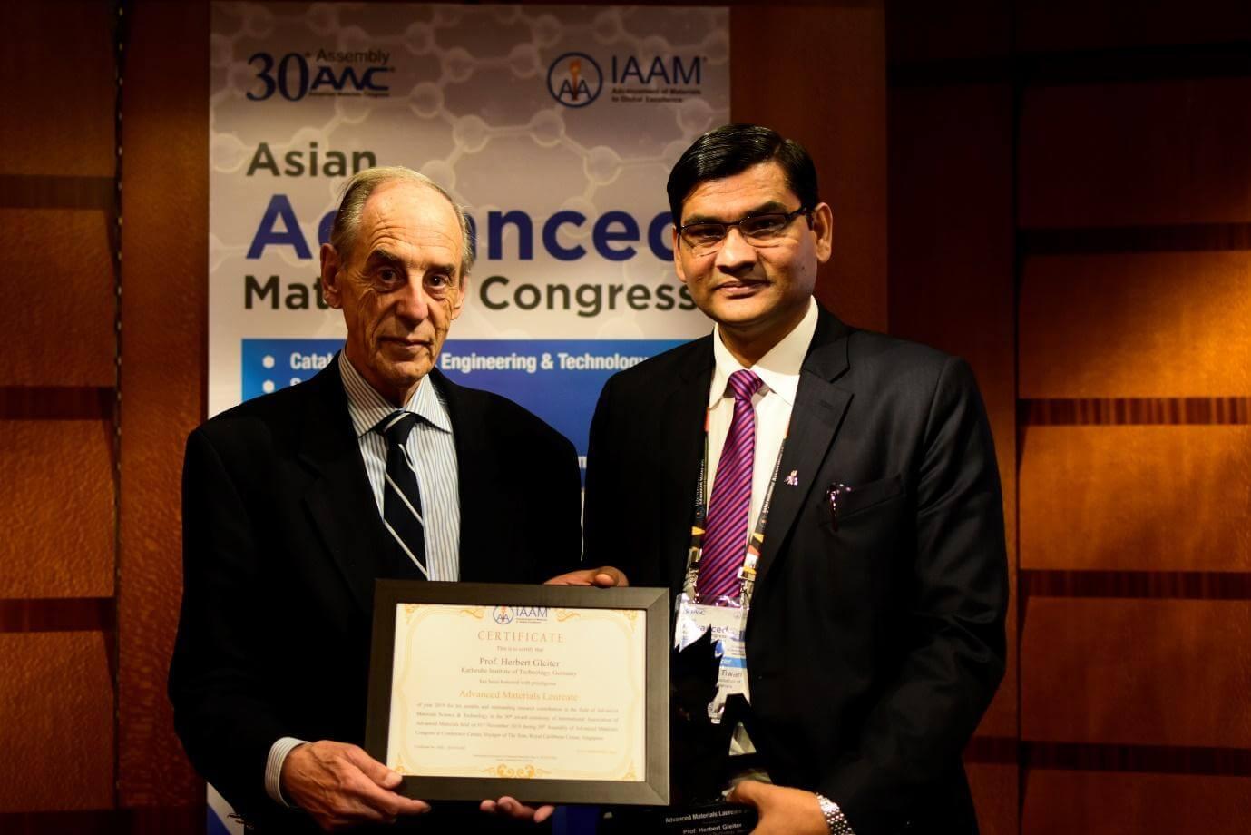 Prof.Herbert Gleiter receiving Advanced Materials Laureate 2019 from Prof. Ashutosh Tiwari | IAAM